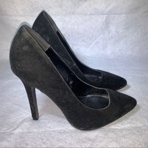 QUPID BLACK POINTED SUEDE PUMPS